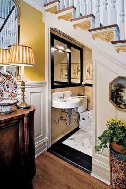 Un ba o en el hueco de la escalera decorando el hogar for Bano bajo escalera modelo