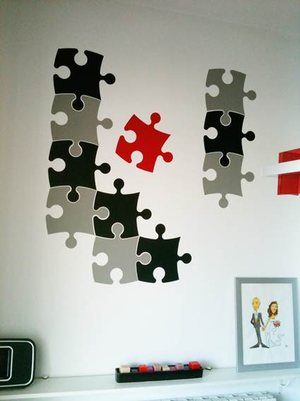 decorar con piezas de puzzle decorando el hogar