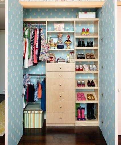Color en el fondo de armario decorando el hogar - Forrar armario con papel pintado ...