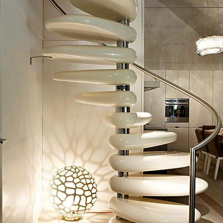 Una casa que trasmite alegr a y optimismo decorando el hogar - Lamparas para escaleras ...